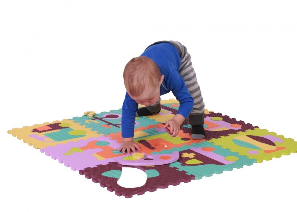 малыш на коврик-пазле