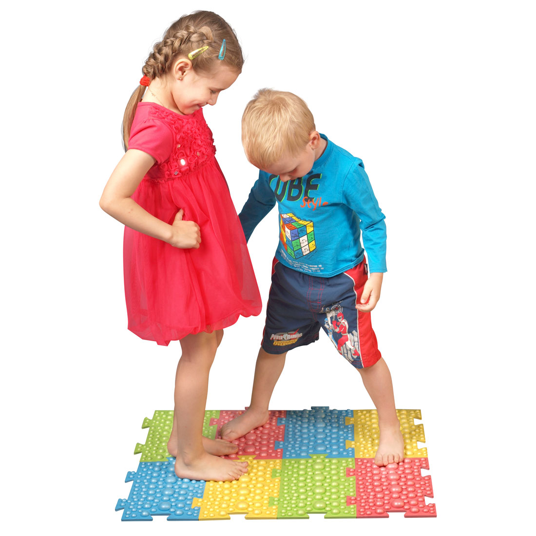 детишки на ортопедическом коврике